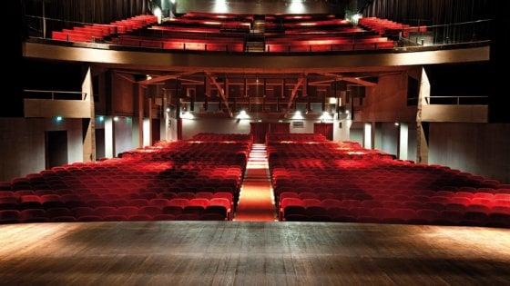 Torino, vanno a ruba online le poltrone in vendita del teatro ...