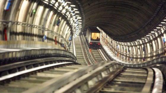 Torino, metrò in tilt per il guasto a un convoglio: passeggeri ...
