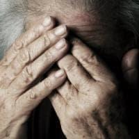 Asti, fratture e lividi sul volto dell'ospite della casa di riposo: il figlio