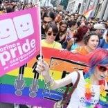 Torino pride organizza raccolta    di fondi per una coppia di donne che vuole avere un bambino
