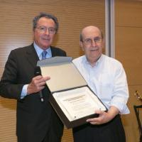 La banca festeggia Ernesto Olivero, l'ex impiegato che ha costruito un Arsenale della Pace