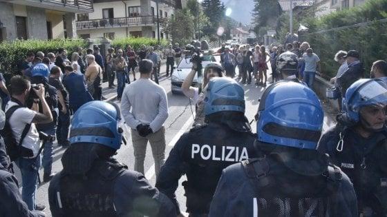 Bardonecchia blindata per il corteo pro-migranti, ma in piazza scendono solo in trenta