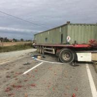 Alessandria, grave ex vicesindaco dopo lo schianto in auto contro un camion