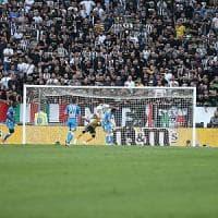 Torino, tifoso del Napoli arrestato per aver lanciato un seggiolino