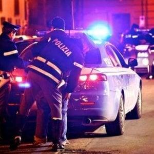La guerra dei pusher: agenti circondati dagli abitanti a Barriera di Milano mentre cercano di arrestarne due