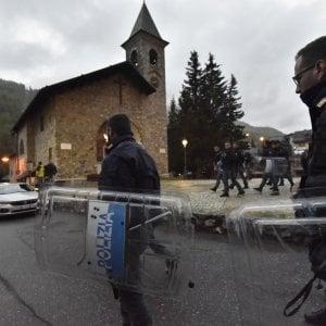 Valsusa, polizia e carabinieri sgomberano la canonica di Claviere occupata a Pasqua