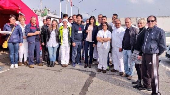 """Torino, Appendino ai lavoratori Hag: """"Immorale delocalizzare"""". Calenda attacca: """"E le nuove norme?"""""""