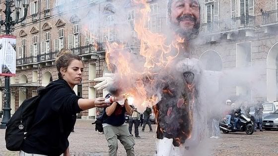 """Di Maio alle ragazze denunciate: """"Nessun vilipendio, dovete manifestare"""""""