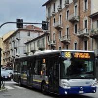 Principio d'incendio sull'autobus a Nichelino: evacuato il mezzo, l'autista