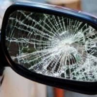 Torino, tentano la truffa dello specchietto ma la vittima è un poliziotto: