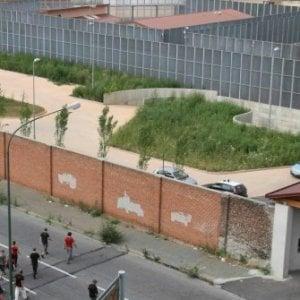 Torino, rivolta e incendio al Cpr di corso Brunelleschi: un agente intossicato