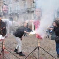Torino, altri tre denunciati per i manichini dei vicepremier bruciati in