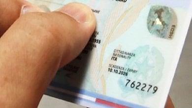Caos all'anagrafe, trovato l'accordo:  si farà una carta d'identità ogni mezz'ora
