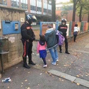 """""""Troppi spacciatori nel quartiere Aurora"""", controlli dei carabinieri davanti alle scuole"""