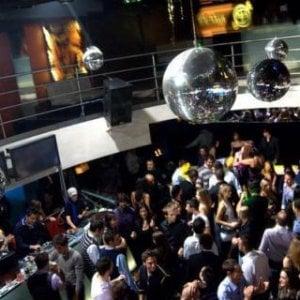 Torino, spray al peperoncino nella discoteca gremita, fuggi fuggi generale, ma nessun ferito
