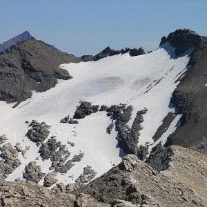 Due alpinisti bloccati dalla neve sulle montagne dell'alta Val di Susa