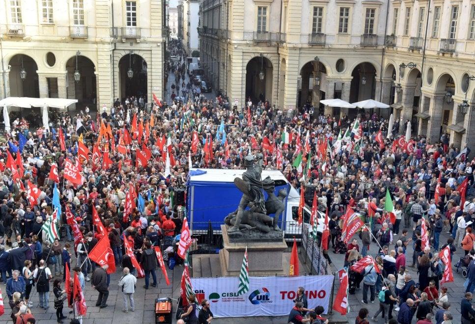 Torino, partigiani in piazza contro il pericolo di una svolta autoritaria