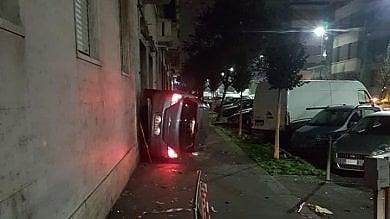 Scontro tra tre auto a Borgo Vittoria  una si schianta sul muro di una casa