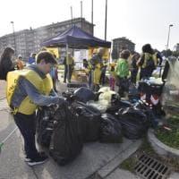 Beinasco, #oggiraccolgoio con Repubblica e Legambiente: ripulite strade e aree verdi intorno alle scuole