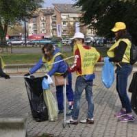 Beinasco, in cento con Repubblica e Legambiente a ripulire strade e giardini