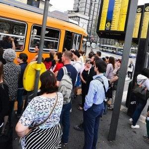 Torino: corre per andare a prendere il bus, stroncato da un infarto alla fermata