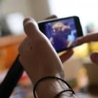 Torino, riceve video hard sul telefonino: a processo per pedopornografia,