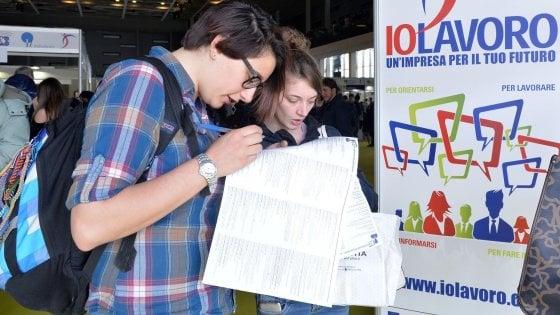 Reddito di cittadinanza, in Piemonte corsa ai moduli ma dal governo non si sa nulla