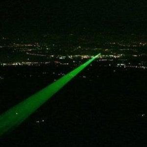 L'ultima follia: raggi laser contro gli aerei che atterrano a Caselle. E la Procura indaga