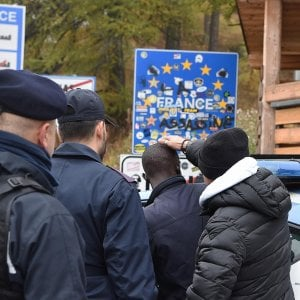 Salvini: un posto di polizia fisso al confine di Claviere per impedire ai francesi gli sconfinamenti