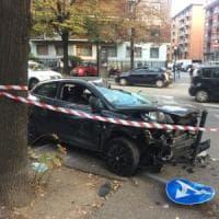 Incidente in corso Orbassano: auto distrutta e i due passeggeri feriti