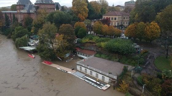 Allarme maltempo sul Piemonte, il Po esonda a Carignano e straripa ai Murazzi