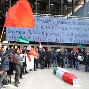 Teatro Regio, mensa chiusa e tredicesima a rischio: protesta dei lavoratori