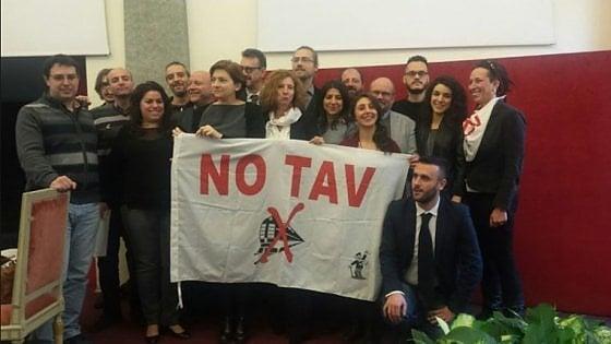 """Torino, consigliera 5 Stelle insulta i manifestanti pro Tav: """"Disperati, anziani disinformati, 'madamin' da salotto"""". Poi le scuse"""