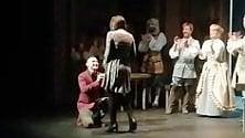 """Teatro Erba, la sorpresa sul palco della Locandiera """"Vuoi sposarmi?"""""""