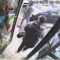 Torino, rapina la banca dove ha il conto: cassiera lo riconosce e lo fa arrestare