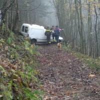 Pinerolo, tradito dal navigatore finisce con l'auto nei boschi: salvato dai vigili del...
