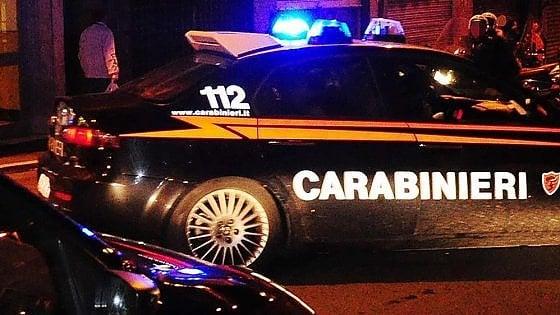 Cuneo, tenta di uccidere la madre e ferisce la zia: barricato in casa, fermato dai carabinieri