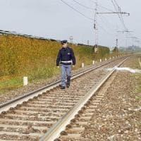 Giallo nel Cuneese, studente di 15 anni trovato morto accanto alla ferrovia: la polizia...