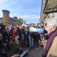 Torino, il partigiano di cento anni Bruno Segre guida la protesta dei giornalisti