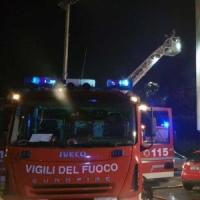 Incendio in una cantina di corso Giulio Cesare, un'intossicata, deviati
