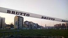 """""""Brutto"""":  blitz artistico in piazza Baldissera, lo snodo degli ingorghi"""