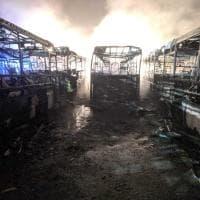 Torino, distrutti dalle fiamme sette autobus Gtt parcheggiati davanti alla stazione di Ciriè
