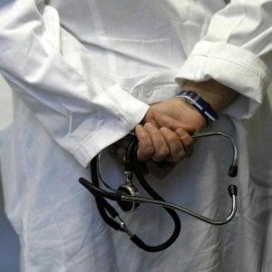 Torino, il medico dell'Asl palpeggiava le pazienti: arrestato dai carabinieri