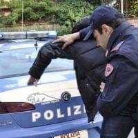 Torino, rubano in profumeria con borse schermate per eludere l'allarme:
