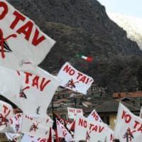 """Torino, la sindaca Appendino: """"Niente simboli del Comune al corteo No Tav"""". M5s si spacca"""