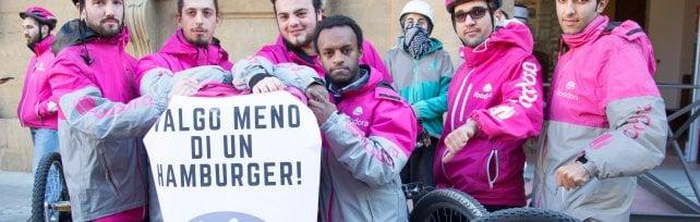 Torino, legge regionale vieta di pagare i rider a cottimo per ogni consegna eseguita