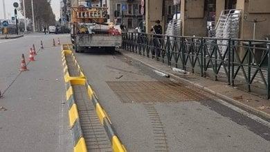 Torino, ecco la pista ciclabile con doppio cordolo in piazza Statuto
