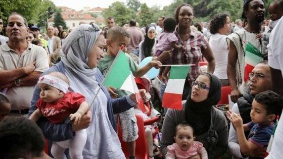 Torino, l'esodo dei residenti: in 4200 dicono addio alla Mole mentre arrivano 76 stranieri