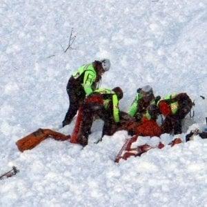Sestriere, valanga si stacca da Punta Rognosa e sfiora due scialpinisti che si salvano