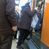Bus, Torino a due velocità, tra bus affollati e lunghe attese alla fermata
